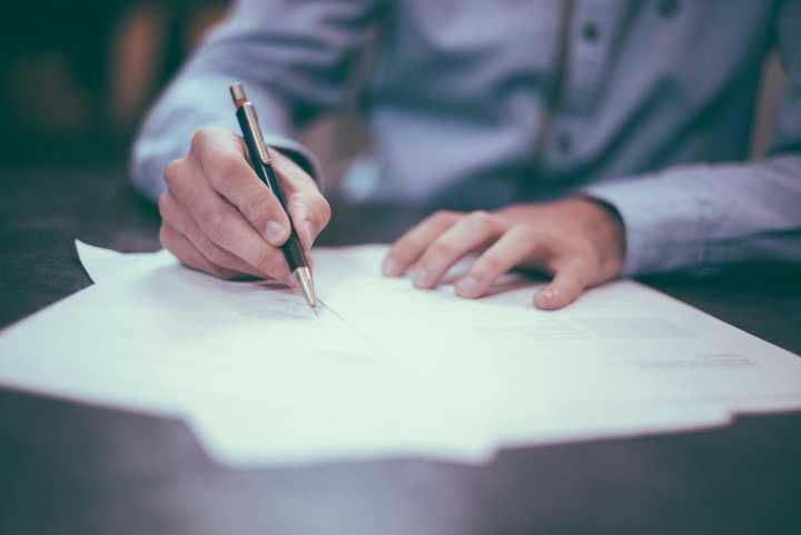 5227347-pen-paper-hand-person-office-man-writing-adult-desk-letter-shirt-write-professional-bokeh-blur-drawing-retro-vintage-webmarketing-webdesign-public-domain-images.jpg